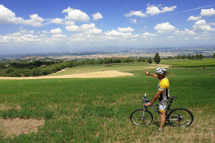 Mtb ride at sunset in the nearby of Montaione (Poggio all'Aglione)